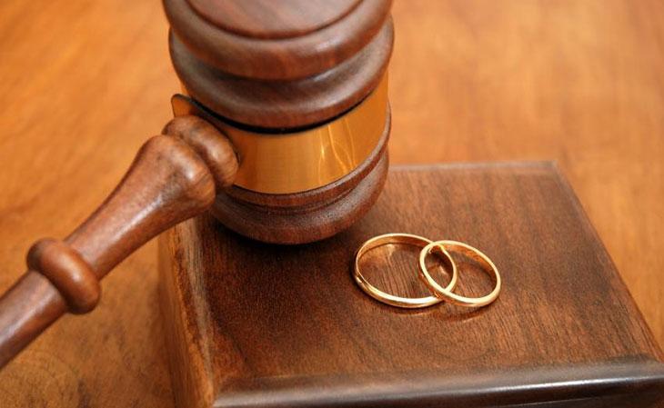 бросил Право женщины при разводе стройного треножника